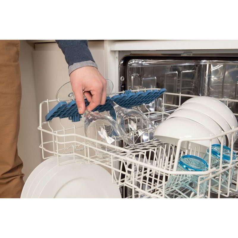 Indesit-Dishwasher-Free-standing-DFG-15B1-UK-Free-standing-A-Lifestyle-people