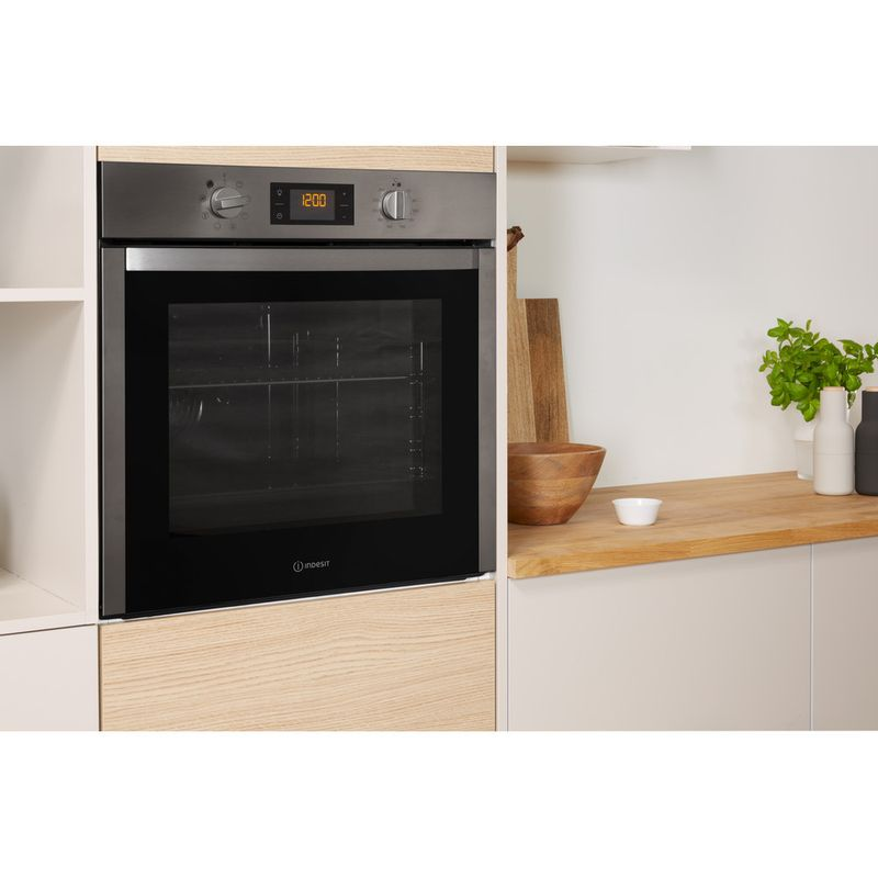 Indesit-OVEN-Built-in-DFW-5544-C-IX-UK-Electric-A-Lifestyle-perspective