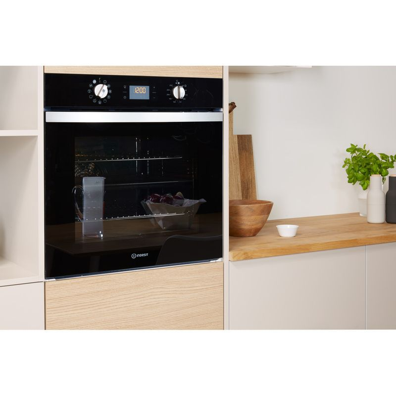 Indesit-OVEN-Built-in-IFW-4841-C-BL-UK-Electric-A--Lifestyle_Perspective