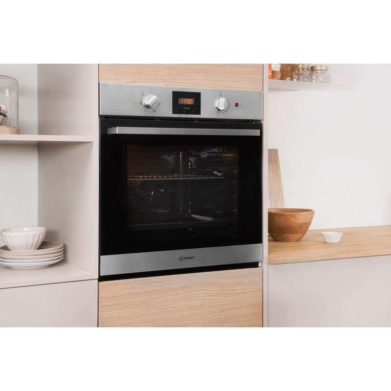 Indesit-OVEN-Built-in-IFW-65Y0-IX-UK-Electric-A-Lifestyle_Perspective