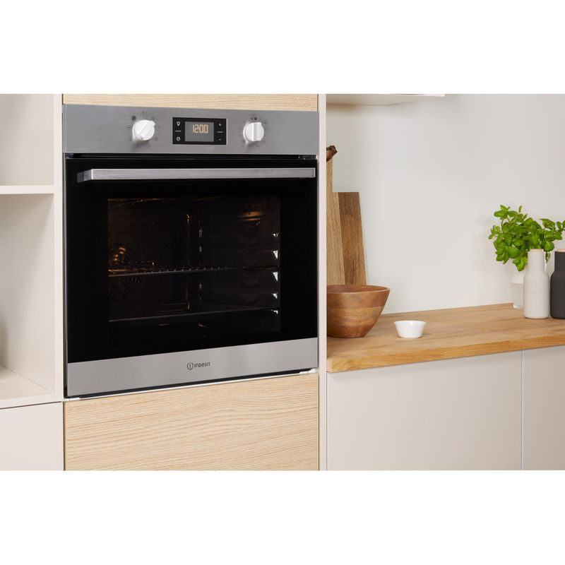Indesit-OVEN-Built-in-IFW-6340-IX-UK-Electric-A-Lifestyle-perspective