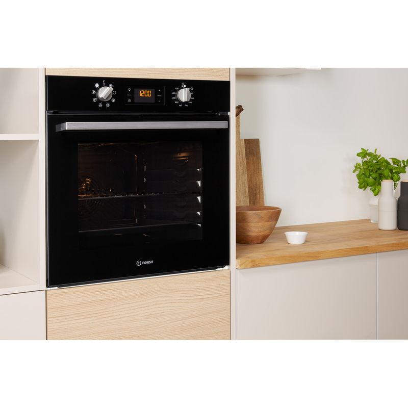 Indesit-OVEN-Built-in-IFW-6340-BL-UK-Electric-A-Lifestyle-perspective
