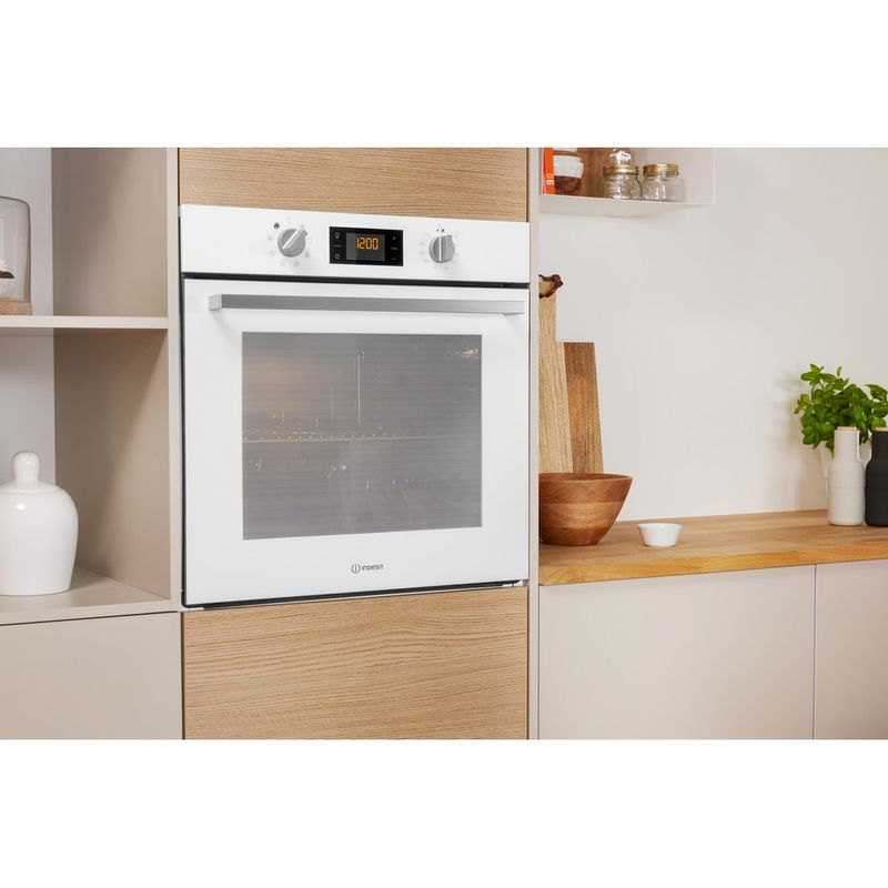 Indesit-OVEN-Built-in-IFW-6340-WH-UK-Electric-A-Lifestyle-perspective
