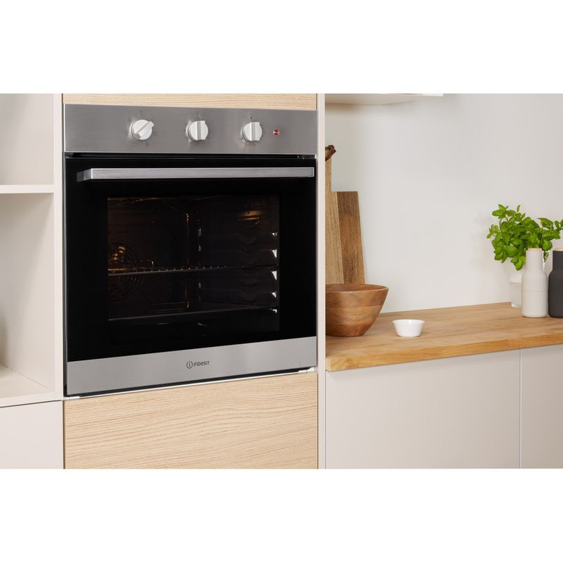 Indesit-OVEN-Built-in-IFW-6230-IX-UK-Electric-A-Lifestyle-perspective