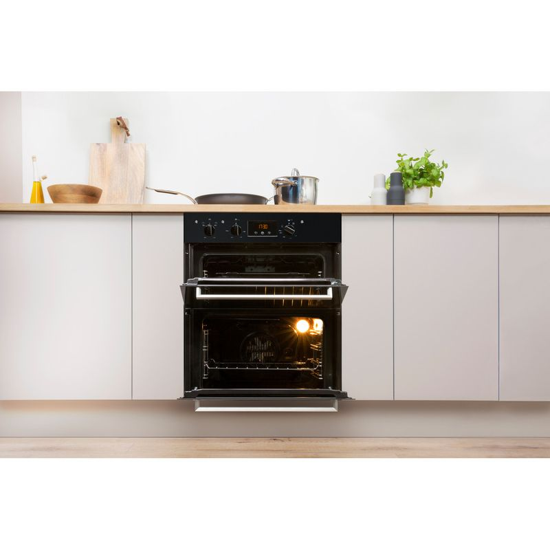 Indesit-Double-oven-IDU-6340-BL-Black-B-Lifestyle-frontal-open