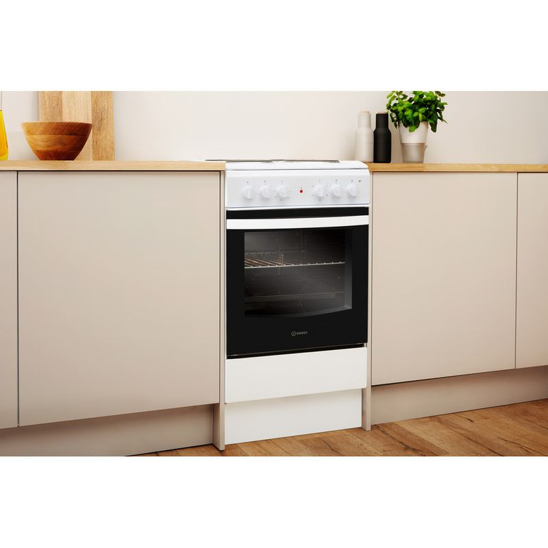 Indesit-Cooker-IS5E4KHW-UK-White-Electrical-Lifestyle-perspective