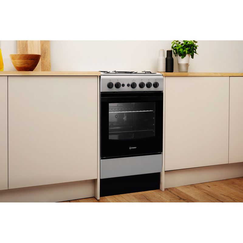 Indesit-Cooker-IS5G1PMSS-UK-Silver-painted-GAS-Lifestyle-perspective