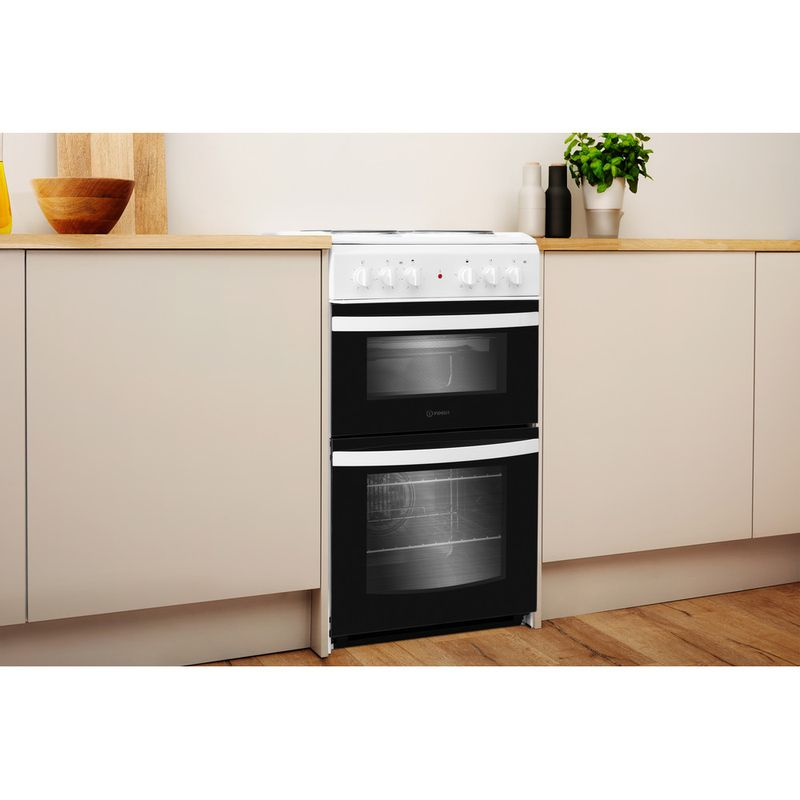 Indesit-Double-Cooker-ID5E92KMW-UK-White-A-Enamelled-Sheetmetal-Lifestyle-perspective