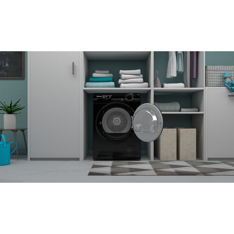 Indesit-Dryer-I2-D81B-UK-Black-Lifestyle-frontal-open