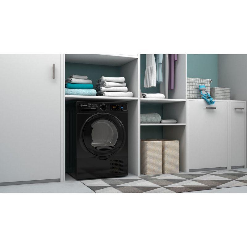 Indesit-Dryer-I3-D81B-UK-Black-Lifestyle-perspective