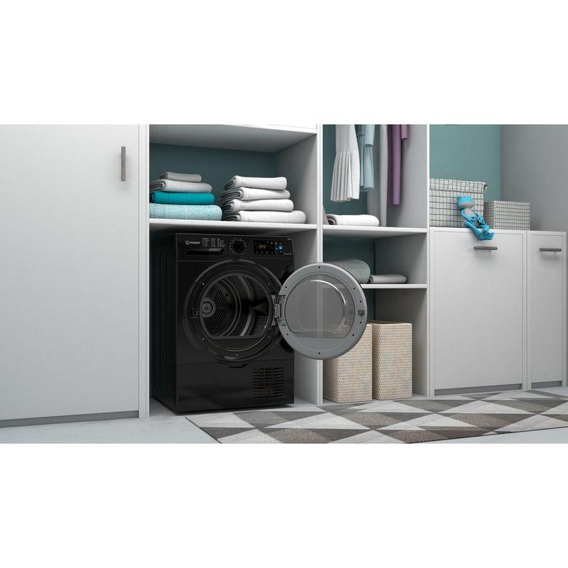 Indesit-Dryer-I3-D81B-UK-Black-Lifestyle-perspective-open