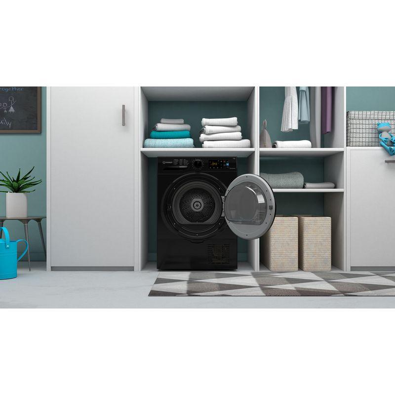 Indesit-Dryer-I3-D81B-UK-Black-Lifestyle-frontal-open