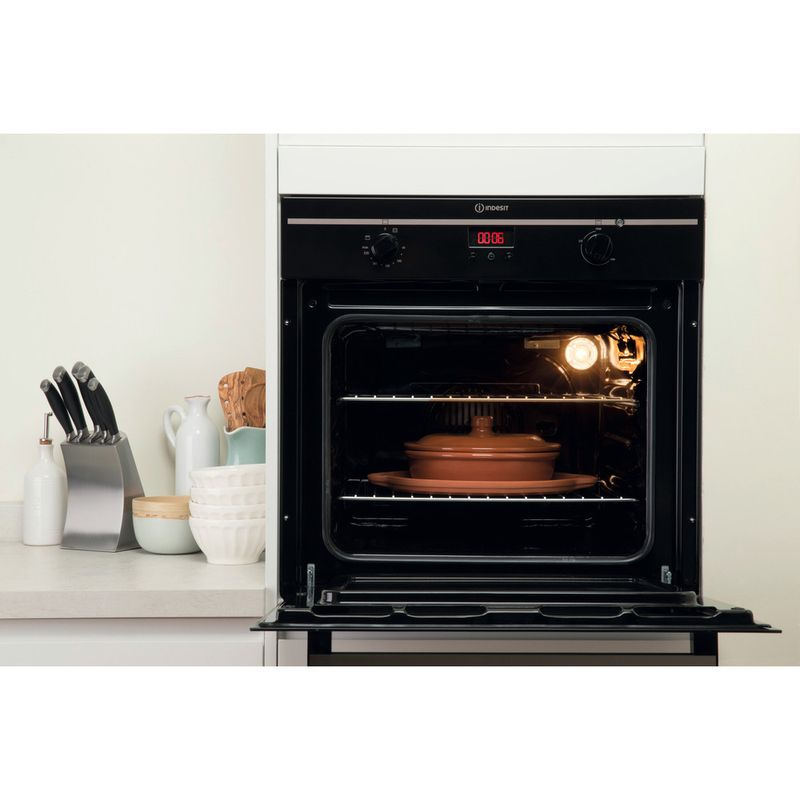 Indesit-OVEN-Built-in-FIM-33-K.A--BK--GB-Electric-A-Lifestyle_Frontal_Open